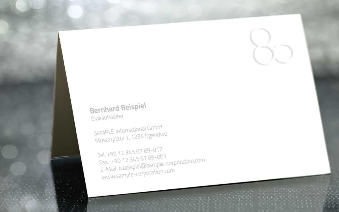 Richtig edel: Visitenkarten mit grauem Text